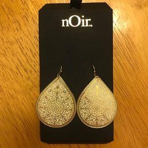 💛 nOir Gold Sparkly Teardrop Filigree Earrings